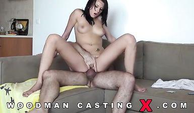 Вудман трахает молоденькую на порно кастинге