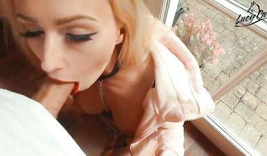 Парень трахает молодую проститутку