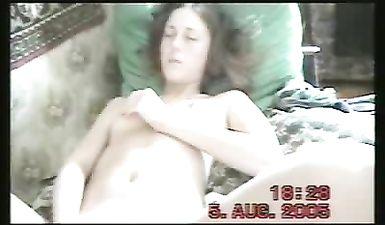 Брат снимает как его сестра школьница мастурбирует а потом сосет у него