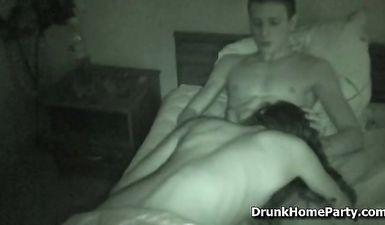Пьяную студентку трахает друг в общежитии Питера