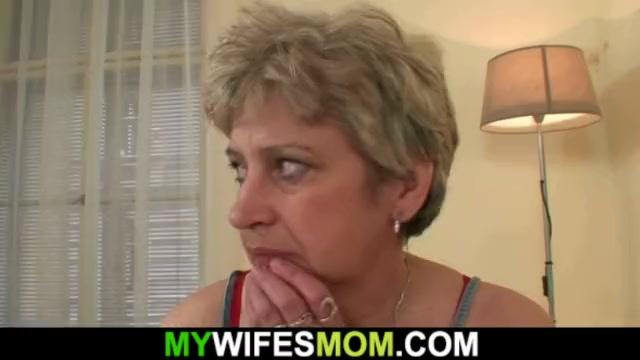 Порно онлайн мать сосет член у спящего сына