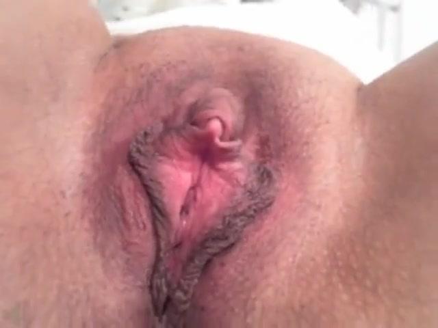 tolika-video-krupnim-planom-masturbiruet-volosatuyu-pizden-smotret-onlayn-porno-ona