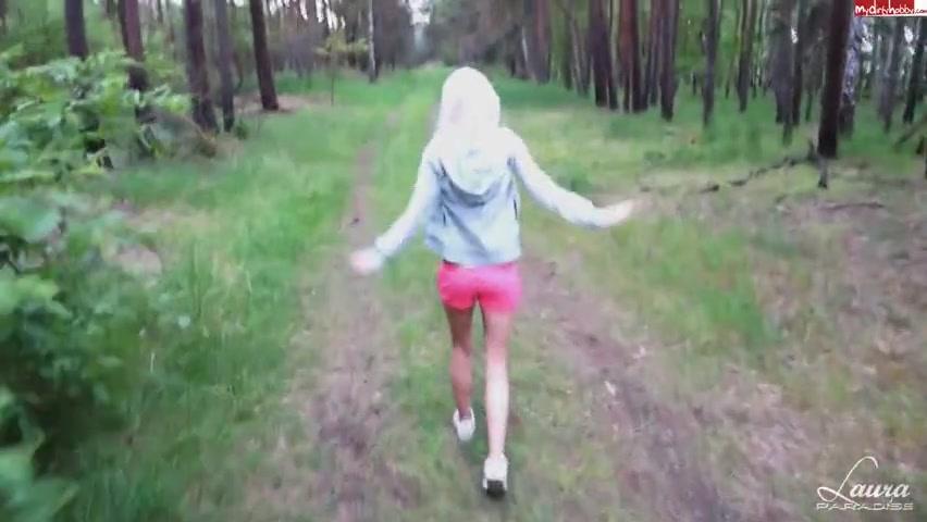 Порнофильмы поймали в лесу, ее удовлетворяет только рука