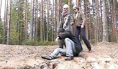 Две бабы вывезли парня в лес и изнасиловали его там