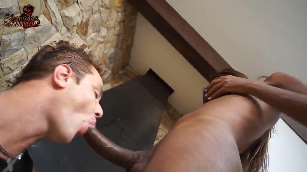 Транс ебет в жопу мужика