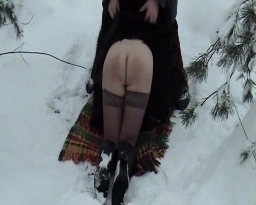 Госпожа избивает своих рабов видео смотреть