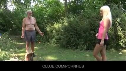 Старик трахает девку и снимает онлайн — photo 3