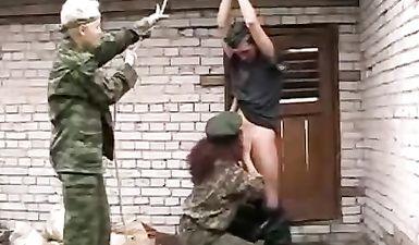 Две наемницы жестоко изнасиловали слабого парня