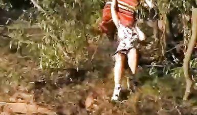 Парень поймал и изнасиловал деревенскую девку на пляже