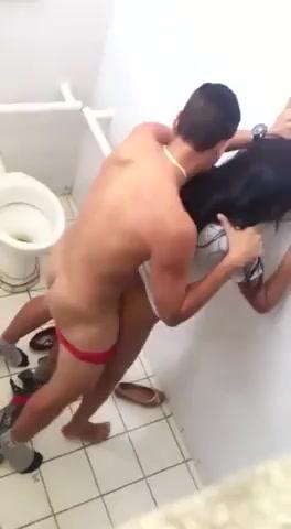 Русское порно и секс подглядование в туалетах институтов