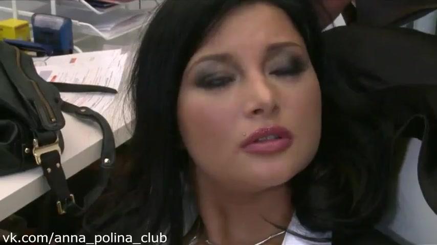seks-lyudyah-trahnul-devushku-u-nee-na-rabote-megan-meloun-foto