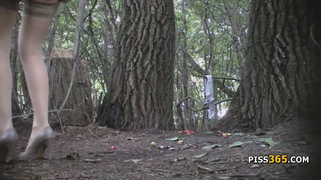 Скрытая камера девушки писают в парке, порно порно звезды россии видео