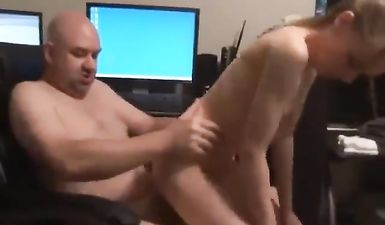 Отец снял анальный секс со своей худой дочкой