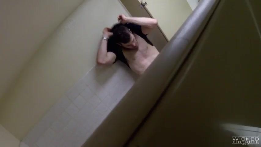 Сосед занялся сексом с соседкой в туалете