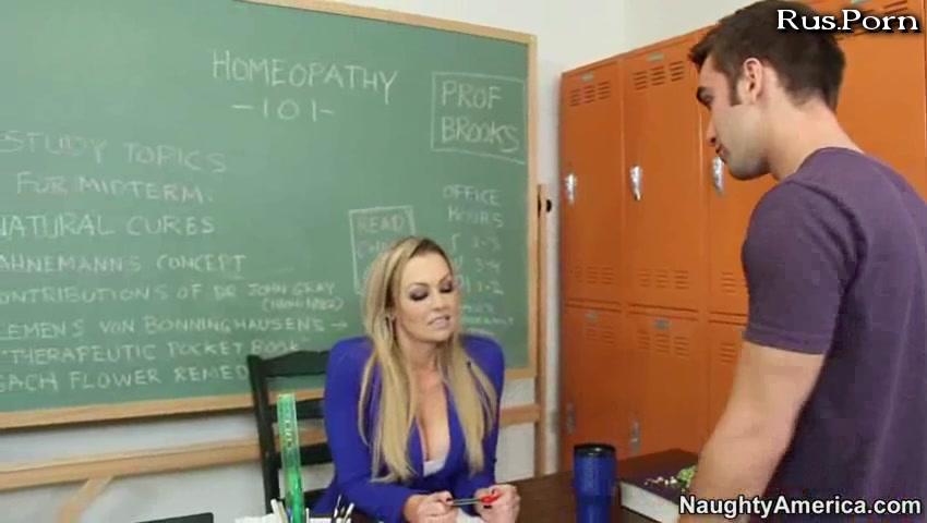 Порно училку выебал весь класс