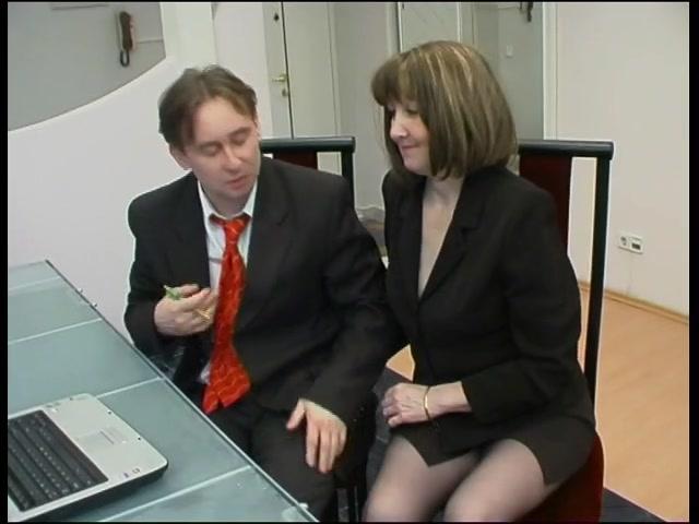 Ебут молодую рижую секретаршу