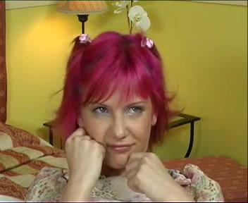 Видеоролики как лишают девственности себя разными предметами