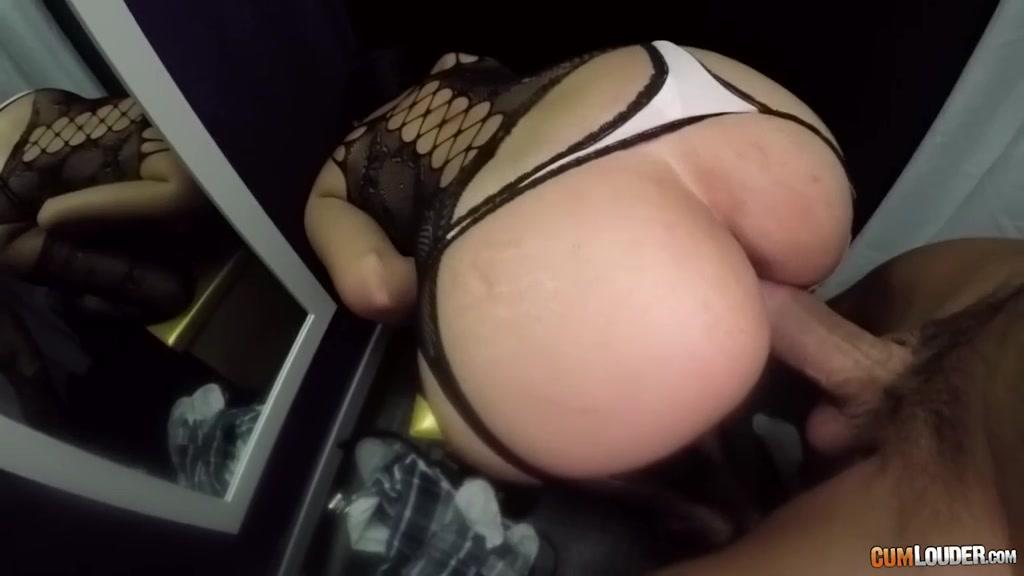 Онлайн порно видео в примерочной