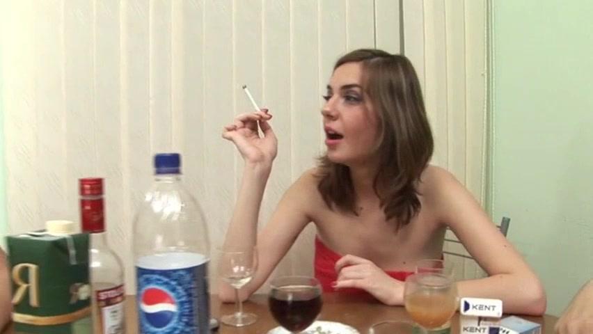 Трахнули пьяную блять порно онлайн