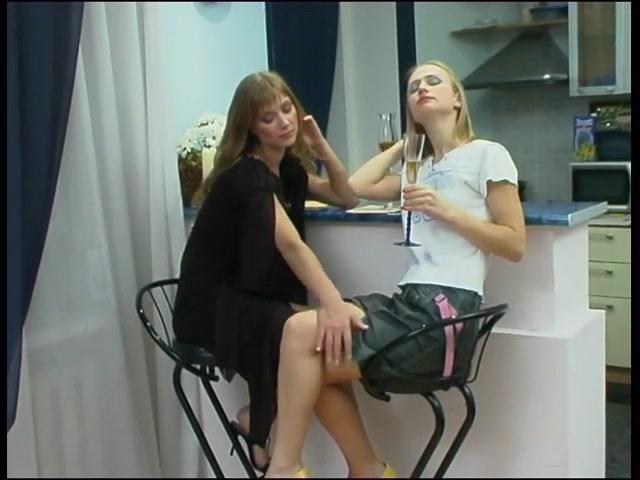 filmi-russkoe-porno-lesbiyanok-foto-britaya-pizda-tolstushki-s-bolshoy-grudyu-foto