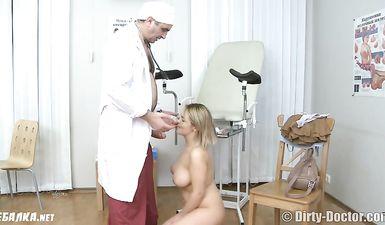 Гинеколог выебал молодую девушку на приеме