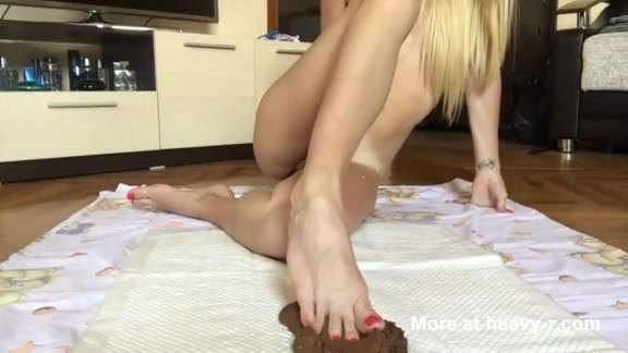 Порно девки какают