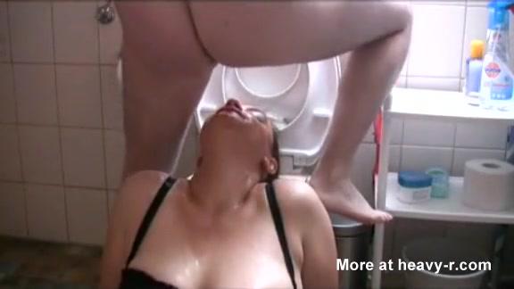 Порно насрал на девку