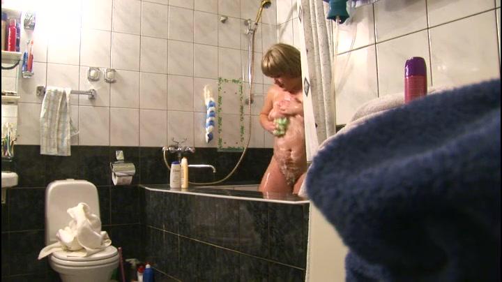 Голые девушки скрытая камера парень дрочит онлайн худой девушки смотреть