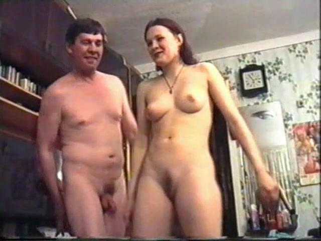 Видео нравится трахаться перед камерой, два парня развели девушку на трах в зад