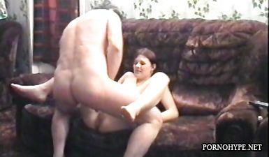 Молодая девочка берет хуй в рот у пожилого мужика