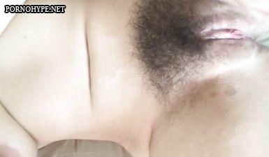 40 летняя русская баба с волосатой пиздой мастурбирует и снимает на телефон