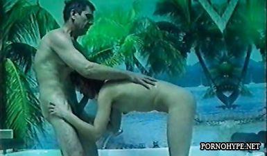 Шалава Надя пососала хуй у мужика в джакузи (русская ретро домашка)