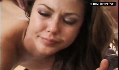Девушка плачет во время больного анального секса с большим членом