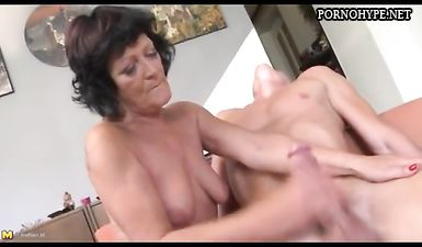 После пьянки бабушка занялась сексом с родным внуком