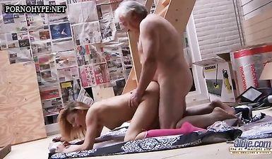 Дедушка наказал внучку сексом и выебал её на даче в огроде