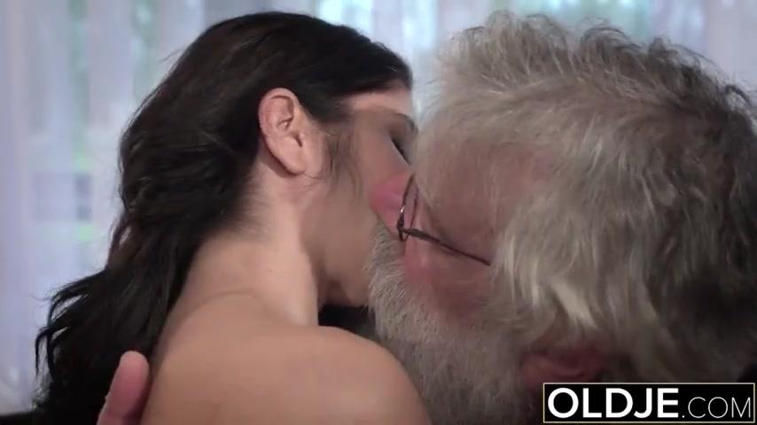 Секс в селе внучки с дедушкой видео