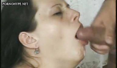 Толстый муж с длинными волосами ебёт в жопу беременную жену