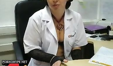 Замужняя женщина трахается с любовником прямо на работе