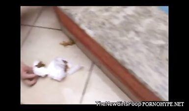 Бразильские жопастые бабы сидят и срут около бассейна