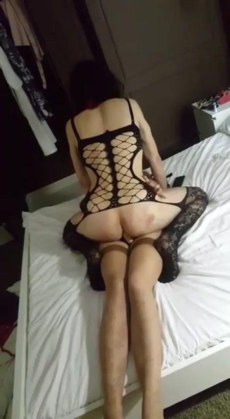 Порно видео девка страпон парень и транс, порно рабыня в кандалах