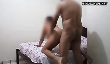 Зрелый мужик скрытой камерой снял как ебёт жену друга