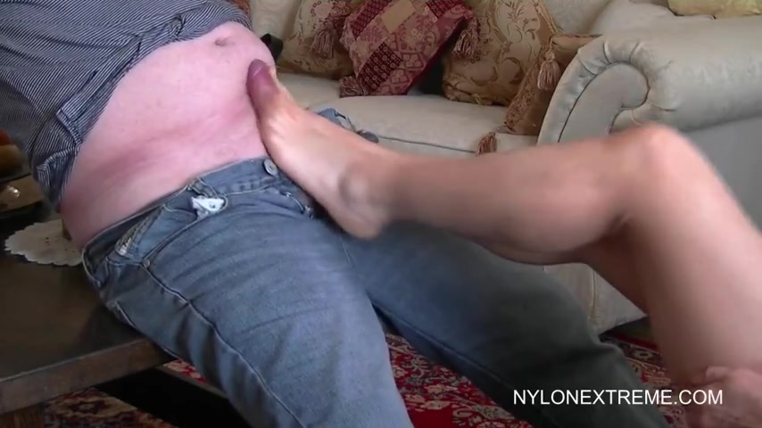 Порно бабка дрочит деду член