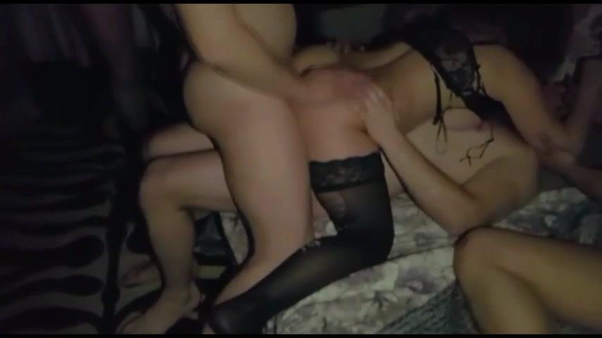 Порно видео жену жестко друзья онлайн девушка