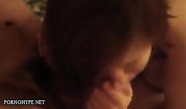 Любовница с короткими волосами жадно сосёт хуй у женатого мужика