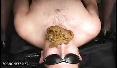 Баба во время анилингуса начала какать в рот мужчине