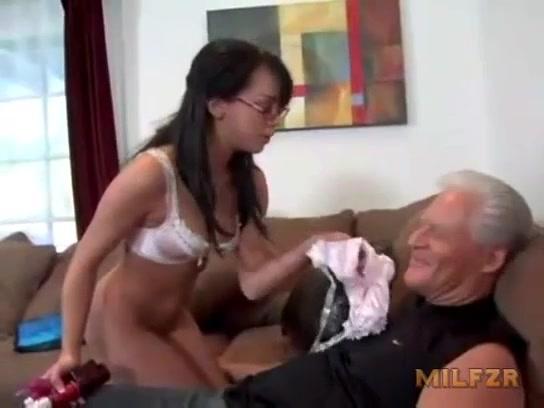 Порно молодые внучки с дедушками