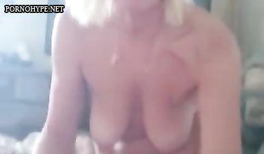 Пожилая жена пососала член у брата мужа, а он снял это на видео