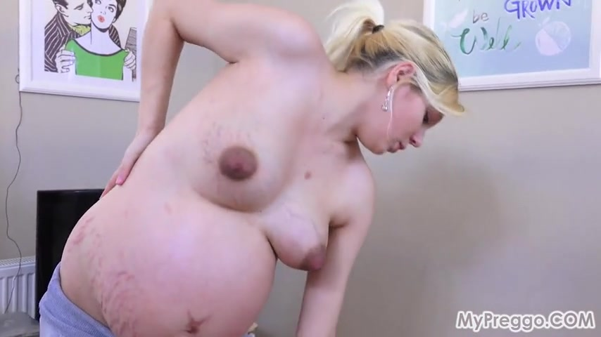 Беременная голая