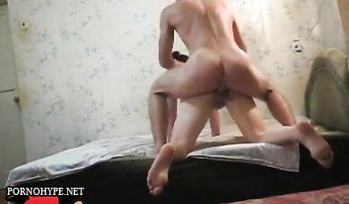 Секс в позе раком русских супругов попал на скрытую камеру в съемной хате