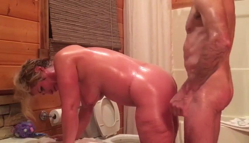 Ебля матери в русской бане на деревню
